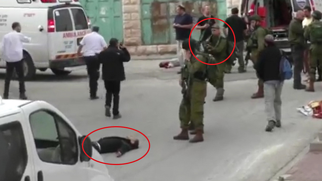 חייל יורה במחבל ששוכב על הקרקע, וככל הניראה מוודא הריגה, ...