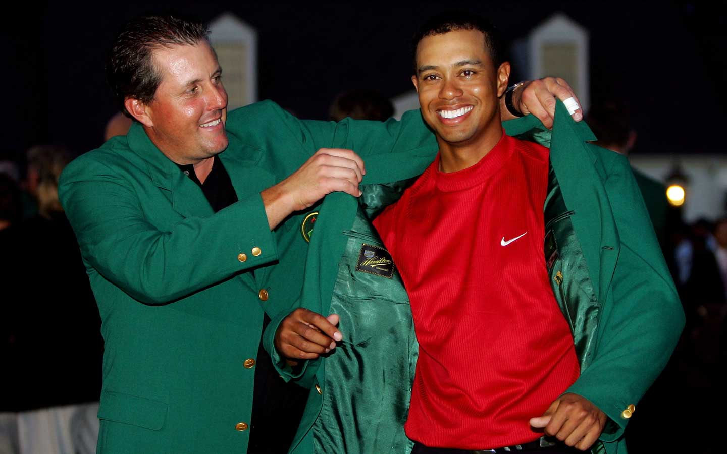 This is the moment where Tiger Woods put on his green jac ...