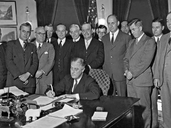 an overview of franklin d roosevelts office in march of 1933 and the horrible economic condition of  How fdr reversed the 1933 banking crisis during the bleak winter months leading up to franklin roosevelt's dc on march 2 roosevelt wrote of these.